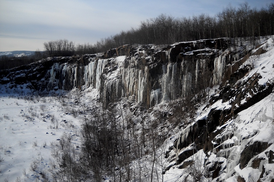 duluth-casket-quarry-in-winter