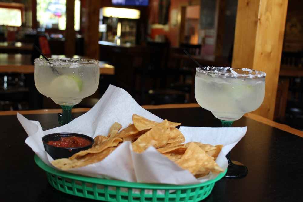 Margaritas, chips & salsa at Bucktales - Photo by Lissa Maki